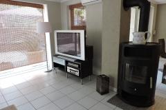TV-Ecke-Wohnzimmer-mit-Kamin